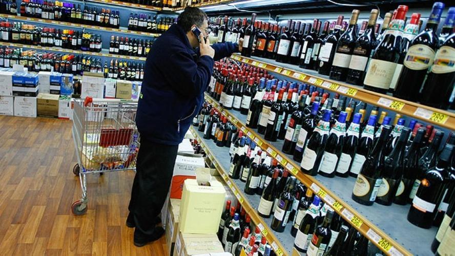 Дмитрий Савельев: только монополия государства на производство и продажу алкоголя наведет порядок на рынке