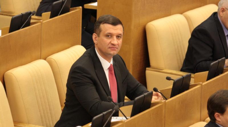 Дмитрий Савельев по количеству внесенных в Госдуму законопроектов – лидер среди парламентариев от Новосибирской области