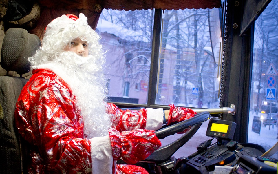 Владимир Жириновский пообещал помочь Деду Морозу