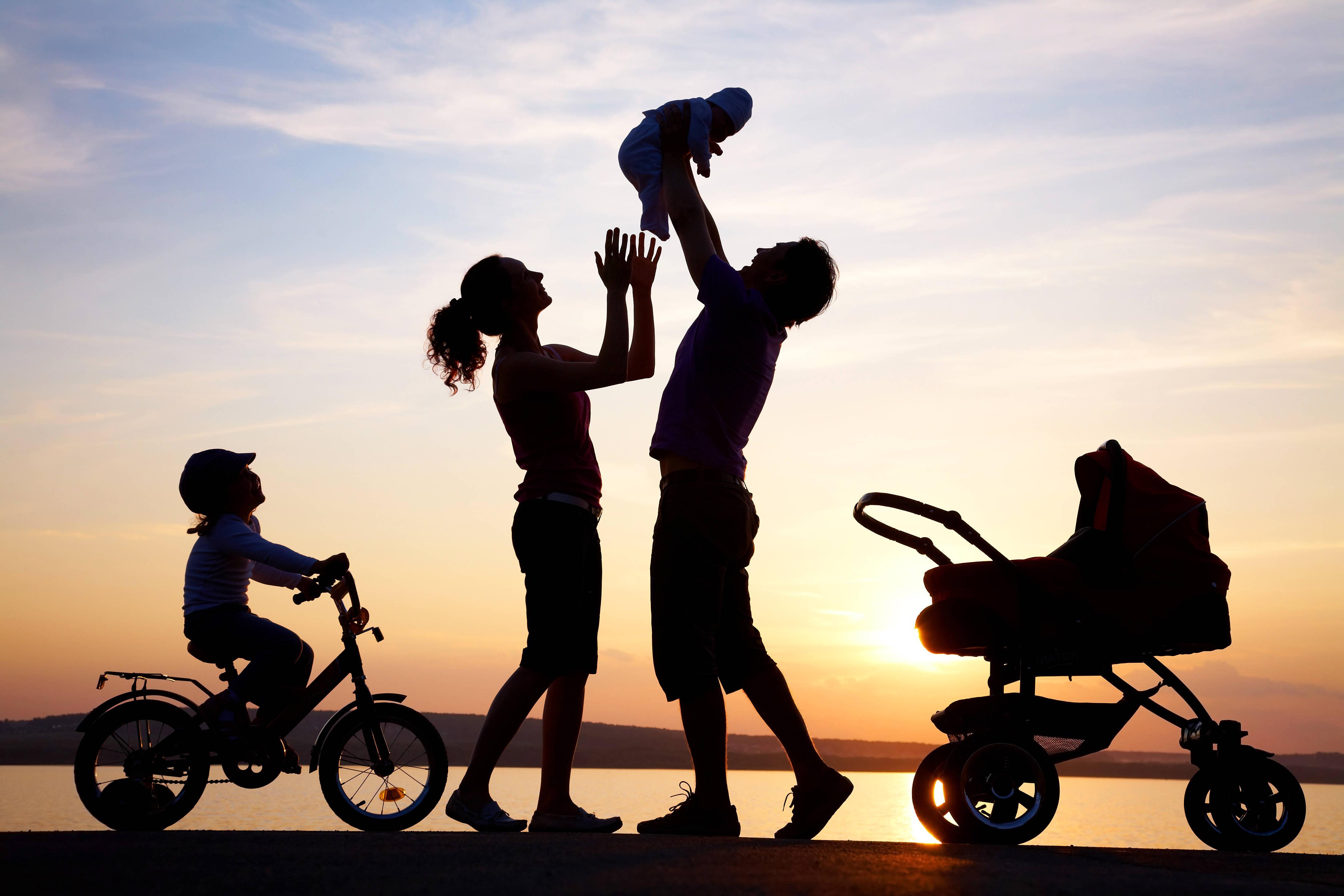 Дмитрий Савельев считает, что нужно активнее расширять льготы для молодых на получение жилья